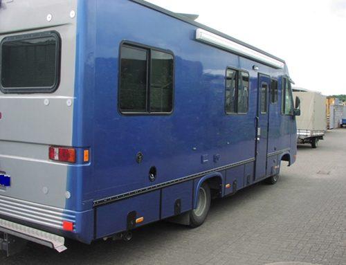 Reparatur der Außenhaut eines Reisemobils und Wohnmobils
