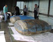 GFK Fass Reparatur in Zelt im Yachtclub